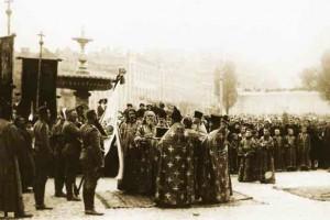 Освящение знамени на Софийской площади в Киеве.