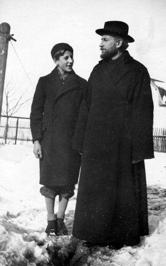 С сыном. 1932-1933 годы.