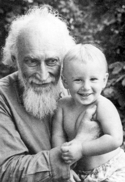 Август 1957 года. В Киеве с внуком Михаилом.