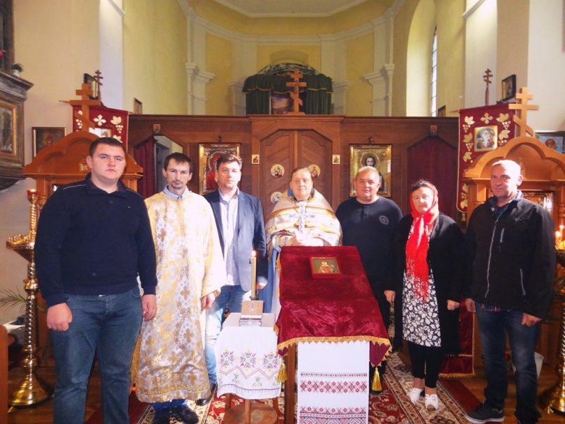 Верующие у мощей святой Людмилы в праздничный день